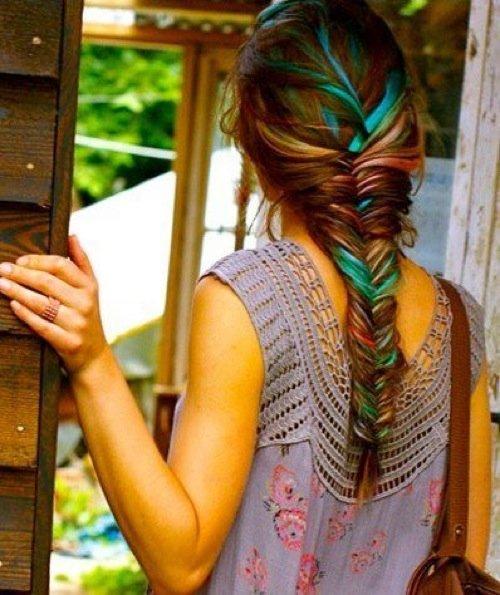 Фото причесок с цветными прядями