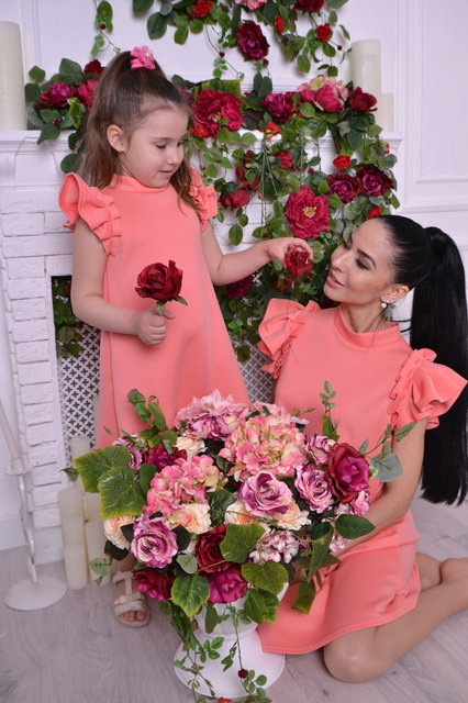 Фото нарядных платьев для мамы и дочки