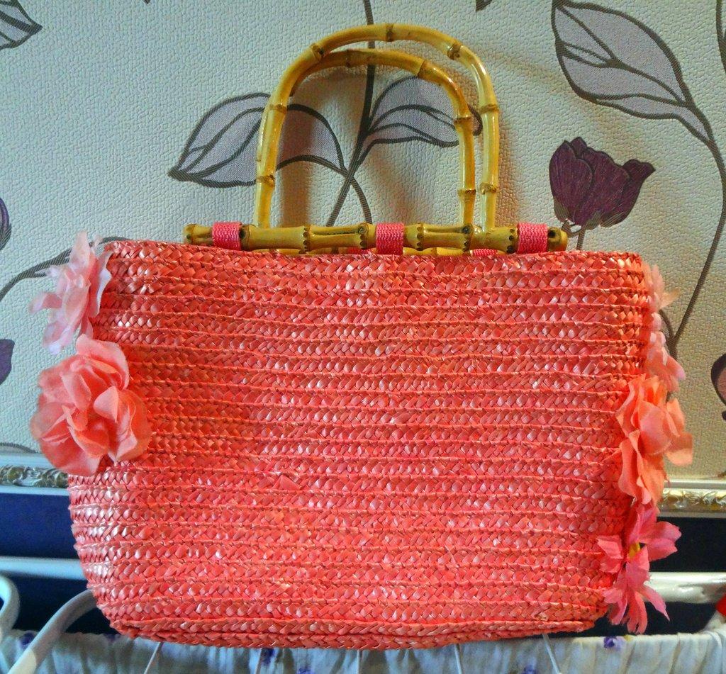 Плетеная сумка с цветами