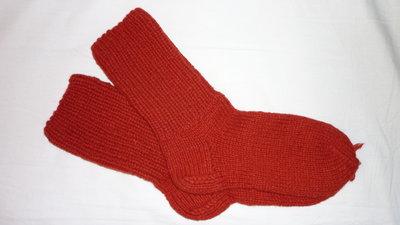 Вязанные шерстяные носочки - бесшовные.