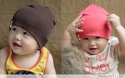 Недорогие шапочки на осень