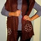 Стильный коричневый шарфик с цветочком