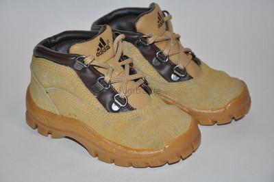 Ботинки ADIDAS р.5,5 по стельке 13,5 см. Натуральная замша.