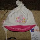 Бежево-малиновая шапочка для девочки