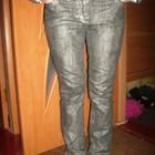 Класнючие серебристые джинсы скинни