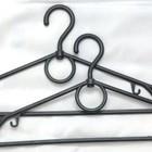 Вешалки для одежды.