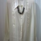 Блузка нарядная из мягкого шелка кремового цвета.