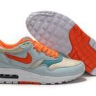 Женские кроссовки Nike Air Max 87 светлые с оранжевыми шнурками
