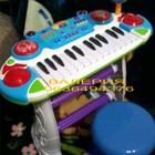 Детское синтезатор с микрофоном и стульчиком.
