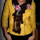 Стильный вязаный коричневый шарф с розочками