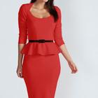 Красное платье с баскою в наличии