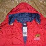 Красная и зеленая теплющая куртка р.134-140 и 146-152