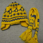 Шапочка с шарфиком желтая с орнаментом, шерсть, ручная вязк