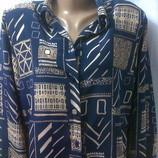 Стильная практичная рубашка с длинными рукавами и разрезами по бокам.