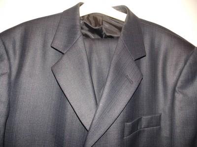 Мужской классический темно-серый костюм с отливом синего 50-52 размера.Состояние нового.