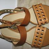 Шикарні стильні шкіряні босоніжки ексклюзивна модель Clarks р.5,5