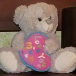 Медвежонок с сердечком.