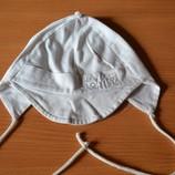 Тоненькая шапочка на малыша на 6-12 месяцев.