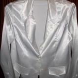 продам белоснежную атласную блузку