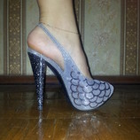 Босоножки для Золушки, мраморный каблук, цвет - темное серебро.