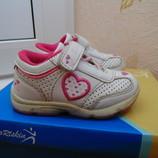 Классные кроссовки Тм Sportskin размер 20 по стельке 12,9-13 см.