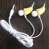 Оригинальные наушники Бананы в ушах