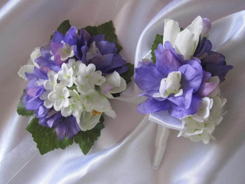 Бутоньерки из искусственных цветов