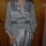 Элегантное серебристое платье в состоянии нового