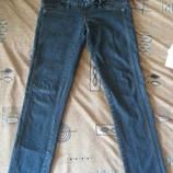 продам очень стильные джинсы для беременных.26р.