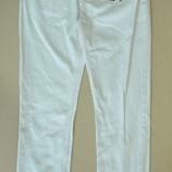 Брюки джинсы белые фирменные в меру зауженные BERSHKA испания оригинал EUR42MEX32UK32IT48