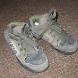 Продам натуральные замшевые кроссовки размер 30,31