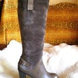 Модные серые зимние женские сапоги на каблуке