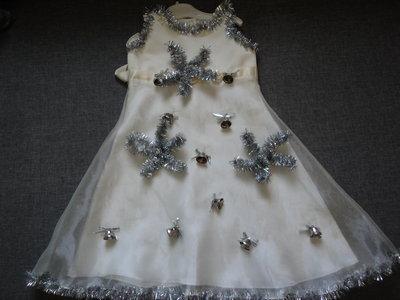Фирменное нарядное праздничное платье на 2-3-4 года на Новый год