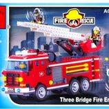 Конструктор Brick Enlighten серия Пожарная тревога 904 Пожарная машина Мчс с выдвижной лестницей