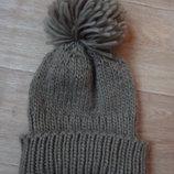 Модная прикольная зимняя шапка с балабоном