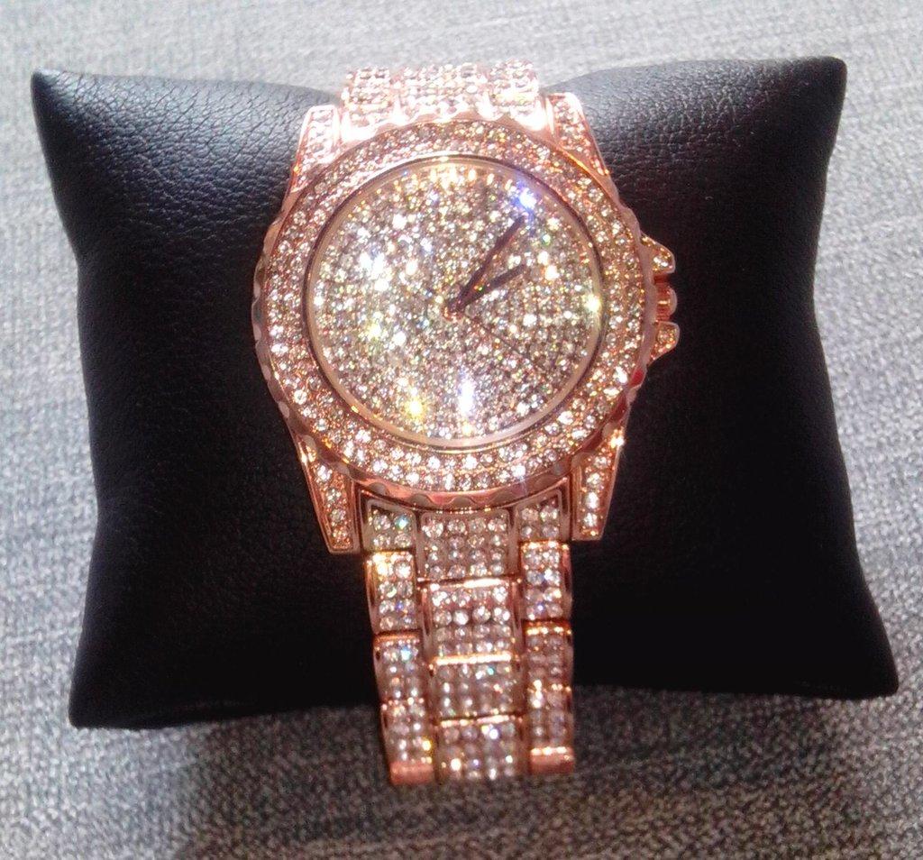 Откройте для себя лучшие 25 самых популярных женские часы с камнями по лучшей цене!.