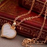 Стильная подвеска сердце , белого цвета