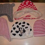 Много разных шапочек.