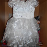 Платье белого цвета нарядное девочке 4-5 лет Прокат
