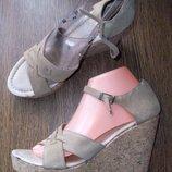 Завоз обуви Новые Стильные босоножки от Andre. Рр 40 - 26 см.
