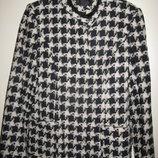 Пальто демисизонное, без утеплителя, на подкладке, оригинальный пошив.