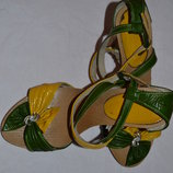 Яркие кожаные босоножки на красивые ножки 36-37 р