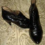 лакированые ботинки ботильены супер трещин нет