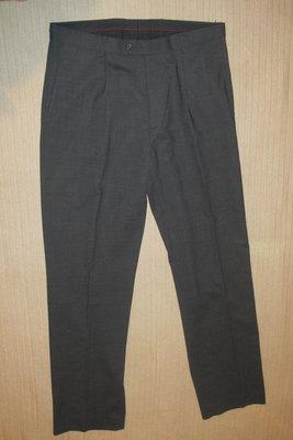 Качественные фирменные брюки серого цвета NEXT. Англия. 34. L 86 см..