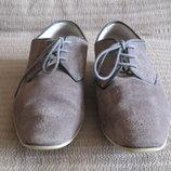 Элегантные классические туфли с перфорациями Clarks. Англия. 8 р.