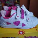 Кроссовки для девочки белые с розовыми сердечками новые р. 35