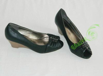 Красивые черные туфли с декором Танкетка