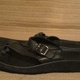 Очень удобные черные кожаные шлепанцы. Clarks. Англия. 38 р.