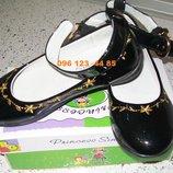 Фирменные туфли с вышивкой