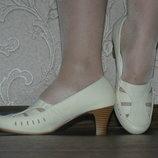 Летние туфли остались 23,5 см и 25 см